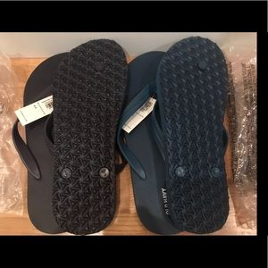 NIB Old Navy men's slippers in Navy & Teal size8-9